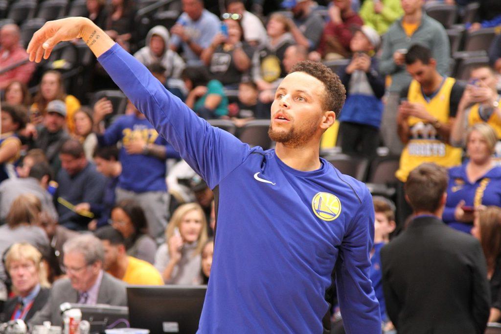Curry wraca po kontuzji i od razu łapie następną!