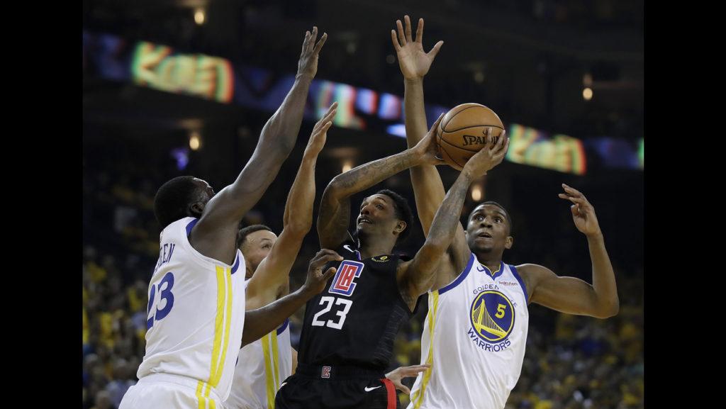 LAC pokonują GSW! Kontuzja Cousinsa, Sixers zmietli Nets w rewanżu