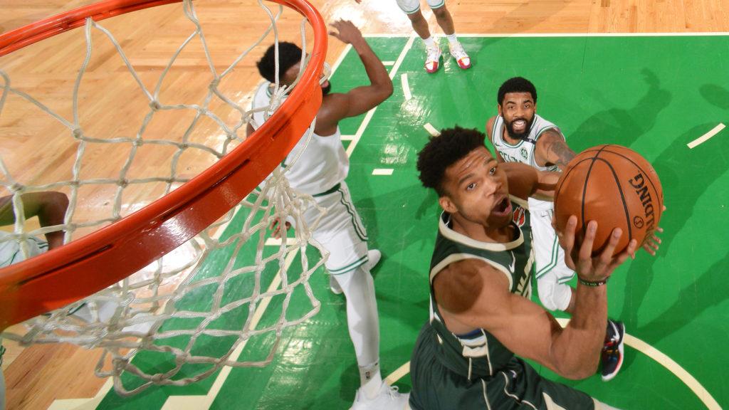 Giannis wyprowadził Bucks na 3-1, liderzy Warriors zawiedli w końcówce