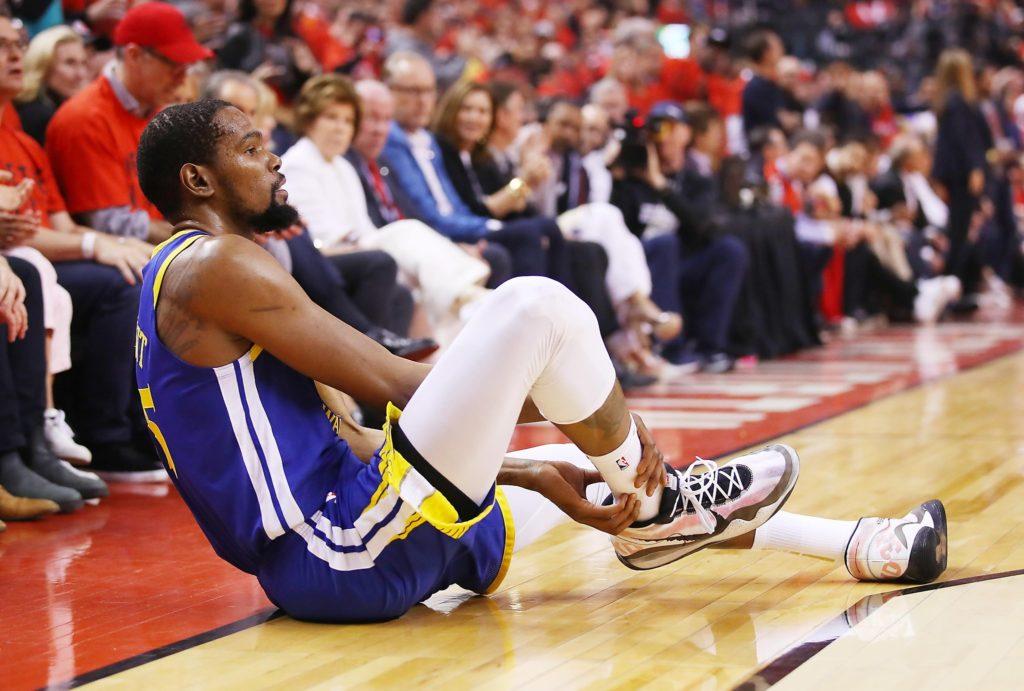 O mały włos, Warriors dalej w grze, Durant z kontuzją Achillesa