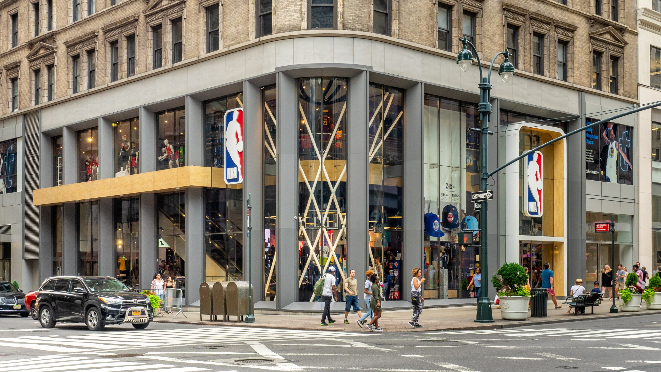 Najlepiej sprzedające się jersey w bańce NBA – TOP 15