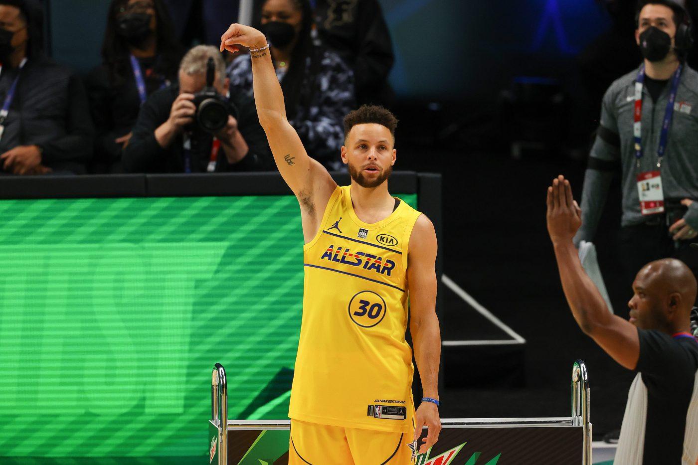 Curry królem trójek, Simons wygrywa Konkurs Wsadów