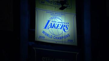 Lakers powiesili banner, James Harden wrócił do gry, Kevin Love cofnął się w czasie