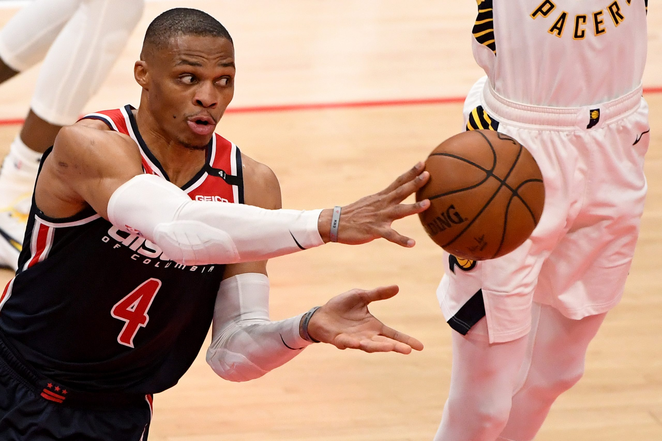 Milwaukee znów silniejsi od Nets, popisy braci Ball