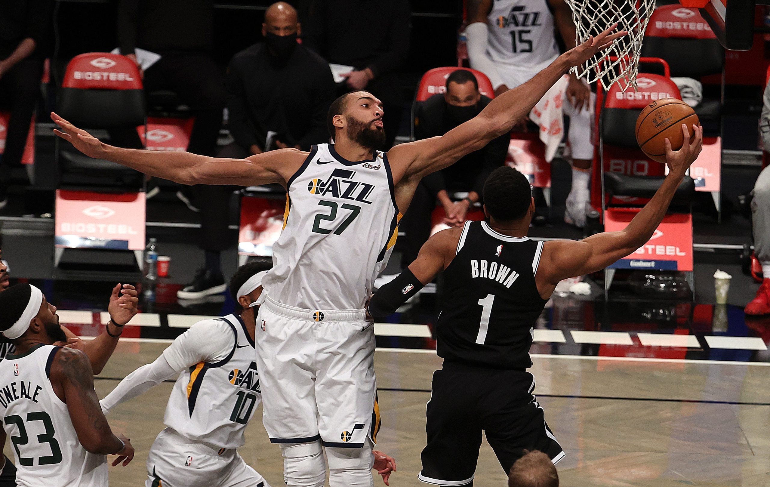 Obrona Suns dominuje Nuggets, genialny Chris Paul